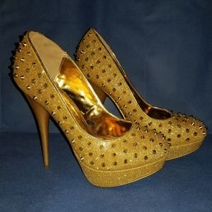 Lightly worn, Studded heels